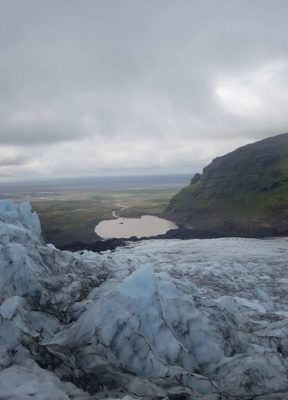Overview of the icefall, glacier, glacier lagoon, vast sand plains and mountain.